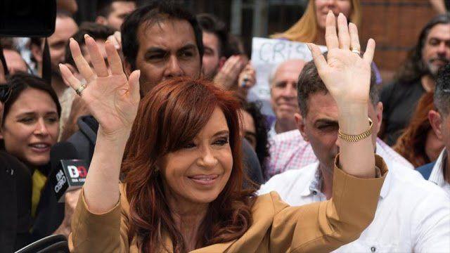 Cristina y una patética imagen política en tribunales