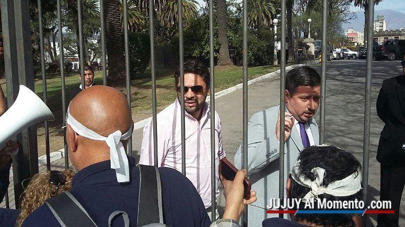 """La """"marcha de la bronca"""" llegó a Casa de Gobierno"""