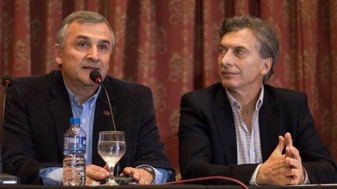 En plena crisis, Morales ingresa a la mesa chica de Macri