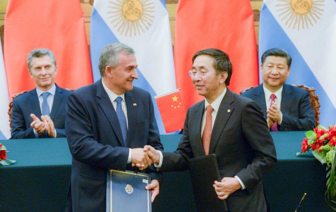 Con escala en Londres, Morales vuelve a China