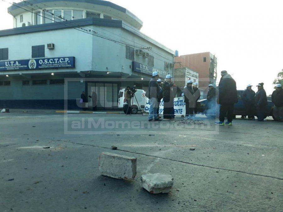 Comenzó la protesta con cortes de calle y quema de gomas