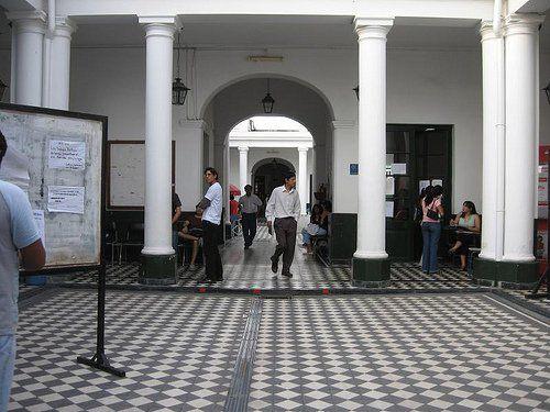 Universitarios no vuelven a clases después del 6 de agosto