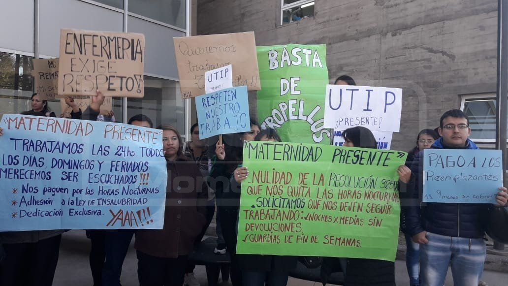 Enfermeros protestan por cambios en el horario de trabajo