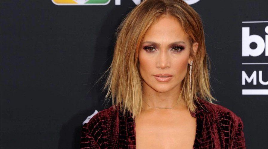 Jennifer Lopez reveló sus secretos para verse espectacular a los 49 años