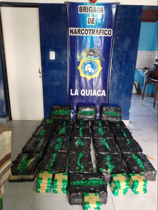 Secuestran más de cien kilos de coca
