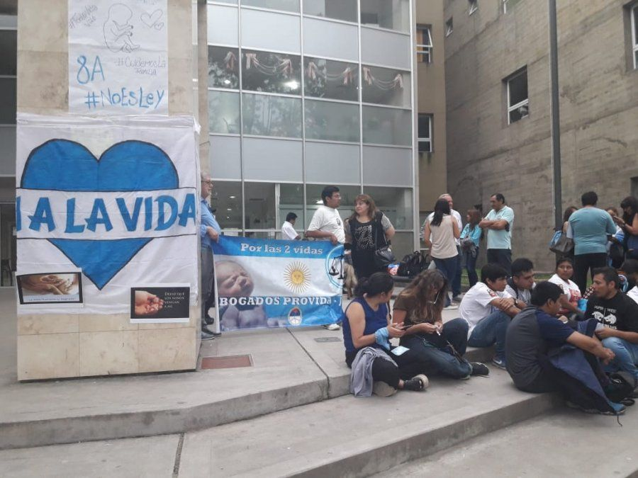 Denunciaron penalmente al gobernador Morales