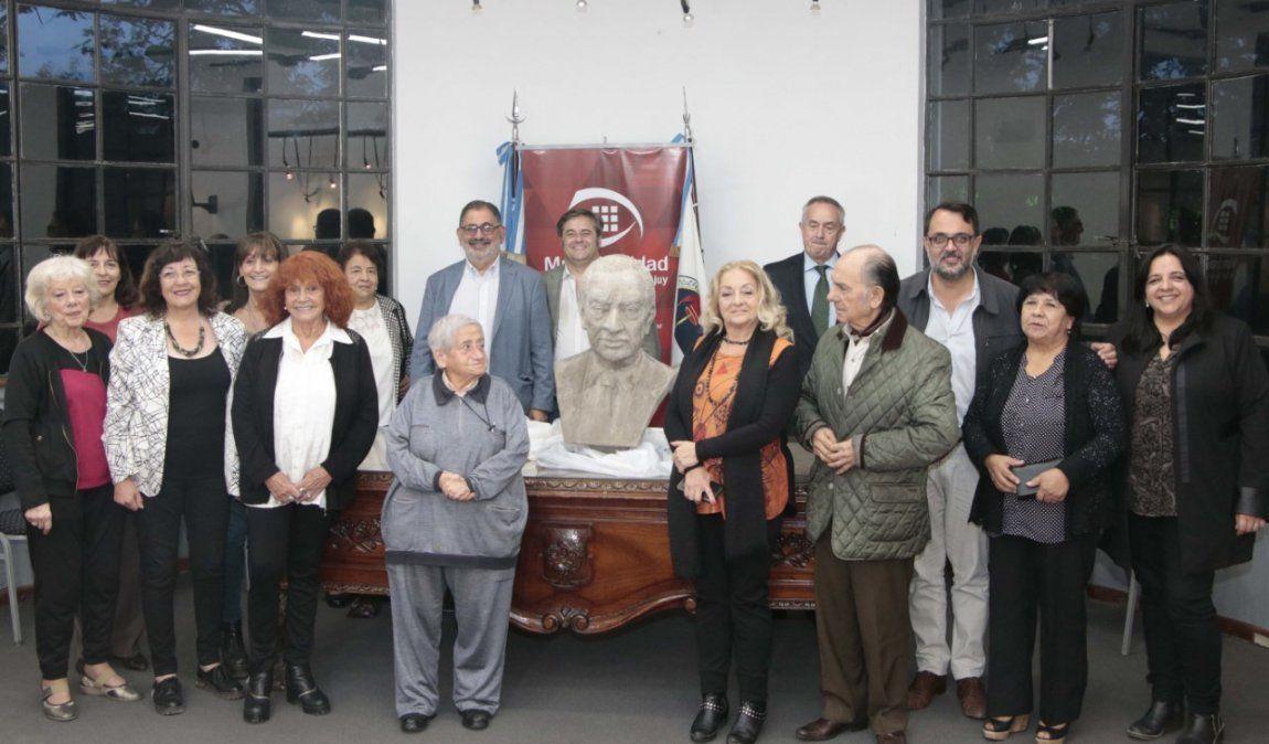Horacio Guzmán tiene su busto en San Salvador