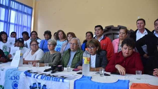 Con trabajadores endeudados y sueldos atrasados, los gremios piden ser convocados