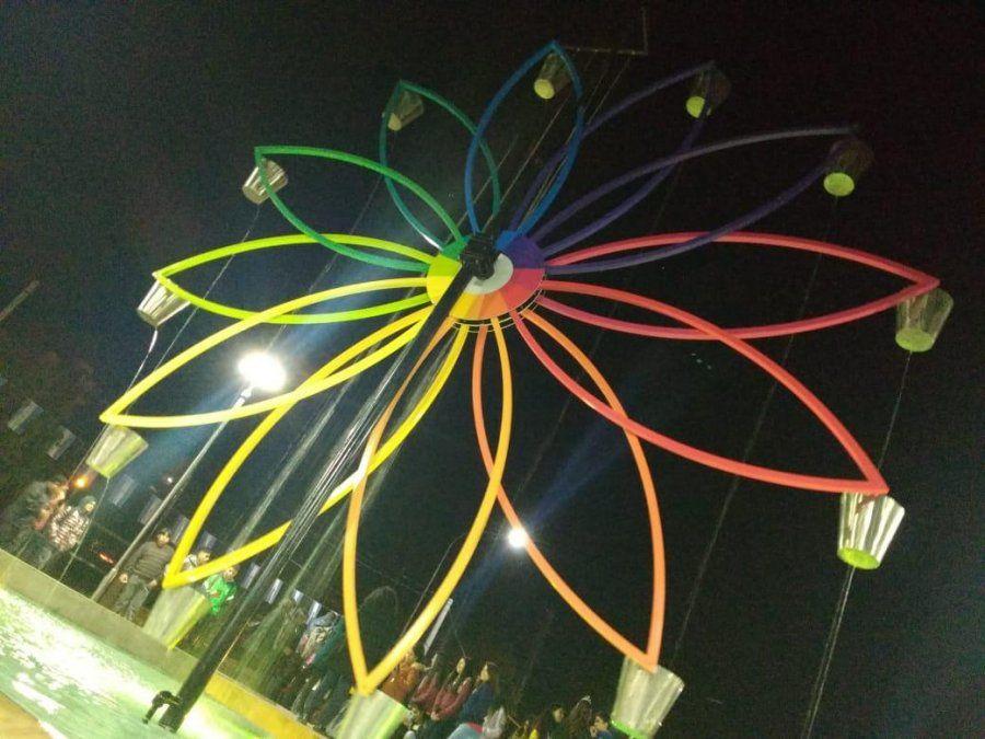 """A puro color, inauguraron la """"Fuente de los Estudiantes"""""""