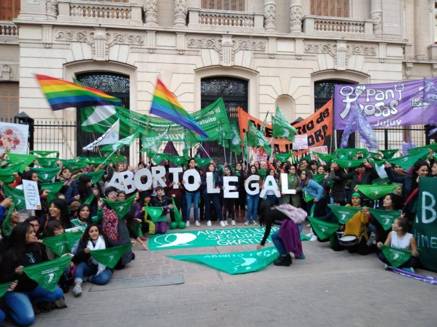 """Jujuy se sumó al """"pañuelazo"""" por el aborto legal y gratuito"""