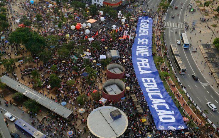 Protestas masivas en Brasil contra los recortes de Bolsonaro a la educación