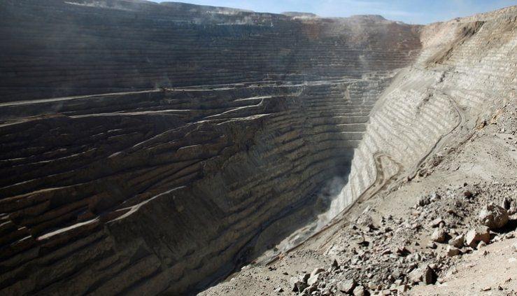 Más de 3.200 trabajadores de una mina chilena, anunciaron una huelga