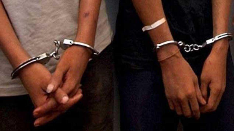Dos detenidos tras intentar fugarse de la policía en pleno centro