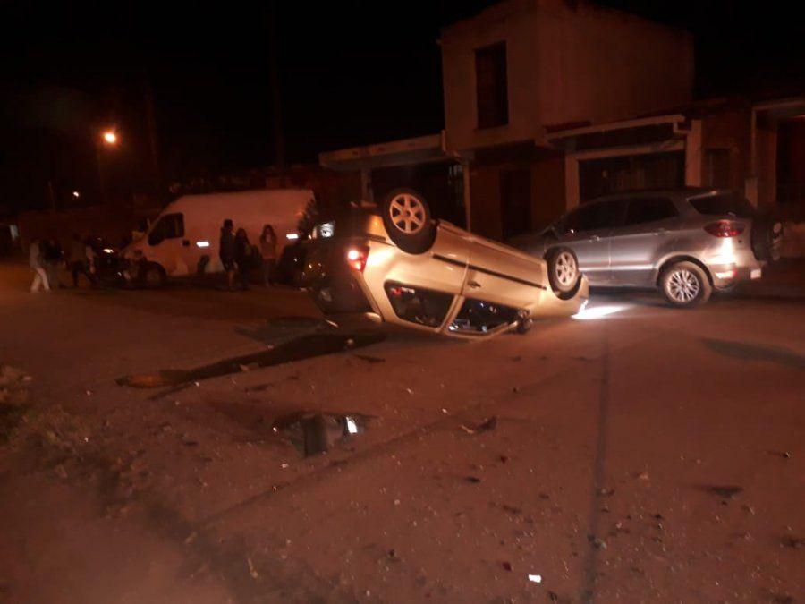 Conductores alcoholizados volcaron al intentar escapar de la policía