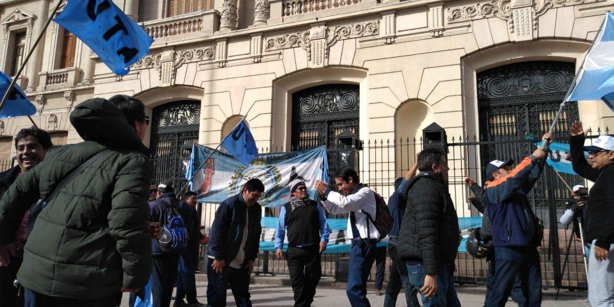 La marcha de los choferes llegó a Casa de Gobierno