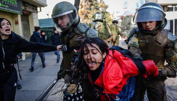 Escalada de violencia amenaza el futuro del colegio público más emblemático de Chile