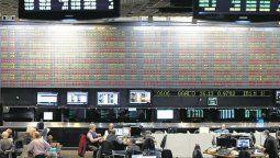 altText(Bonos en baja y acciones con caídas de hasta 35% en la cotización previa a la apertura)}
