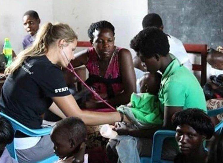 Voluntaria contra la desnutrición enfrenta juicio por la muerte de 105 niños