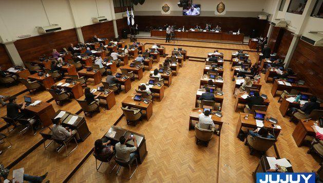 En plena crisis, la oposición duda de los megaproyectos del gobierno
