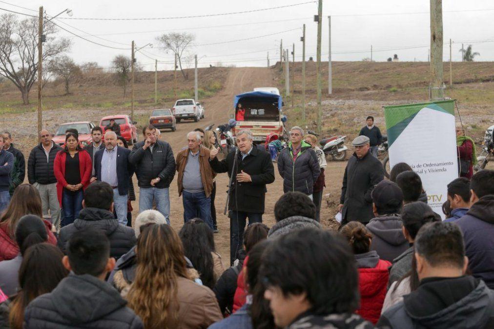 Morales entregó 147 lotes en Alto Comedero