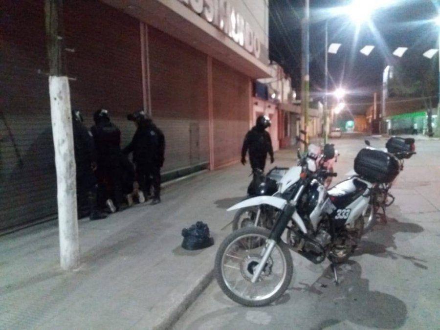 Recuperaron una moto, dinero en efectivo y arrestaron a dos personas