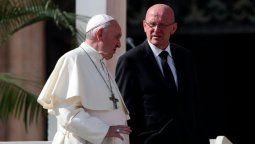 altText(Renunció el jefe de custodia del Papa)}