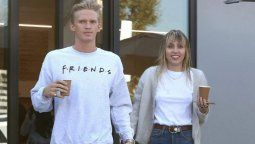 altText(Miley Cyrus y Cody Simpson confirman romance en redes)}