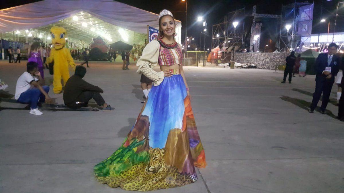 Un vestido con las cuatro regiones de Jujuy