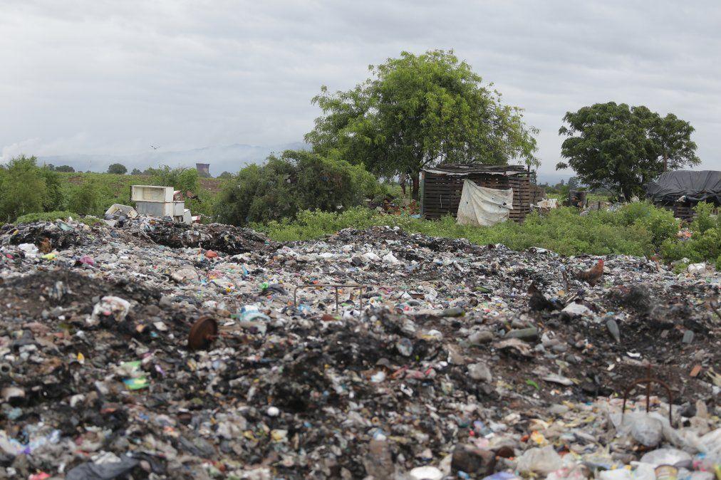 Estado ausente para 80 familias que viven de un basural