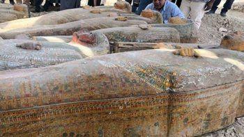 Hallaron 20 sarcófagos humanos en Egipto