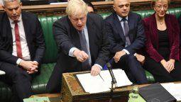 el parlamento britanico postergo su decision sobre el acuerdo para el brexit