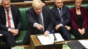 El Parlamento británico postergó su decisión sobre el acuerdo para el Brexit