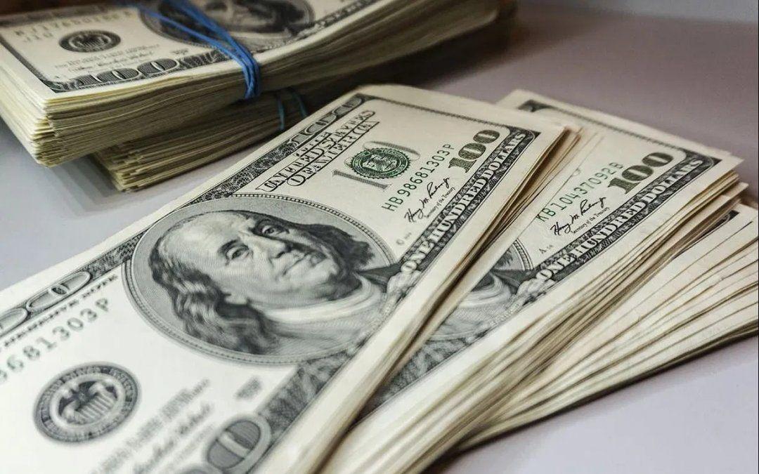 El dólar anotó su décima jornada de suba en fila