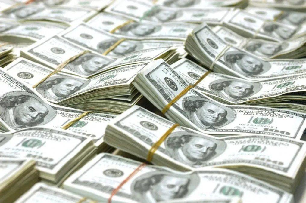 El dólar sigue subiendo y ya superó los 61 pesos