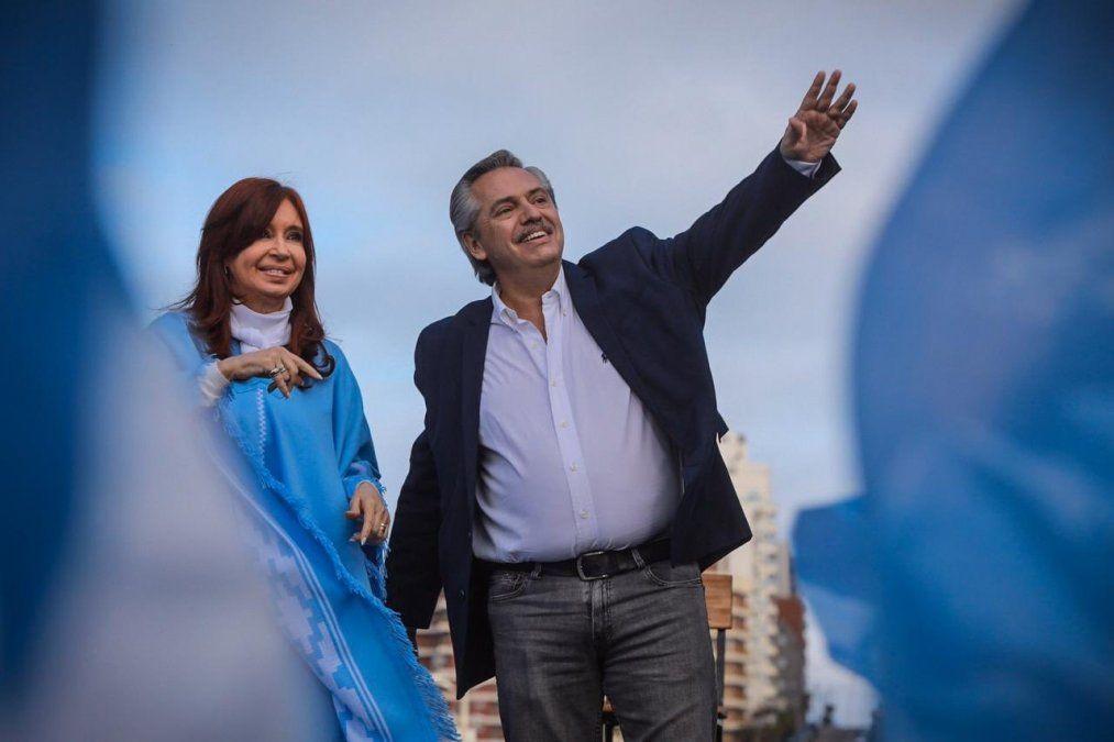 Alberto Fernández cerró su campaña con críticas y pidiendo votar boleta completa