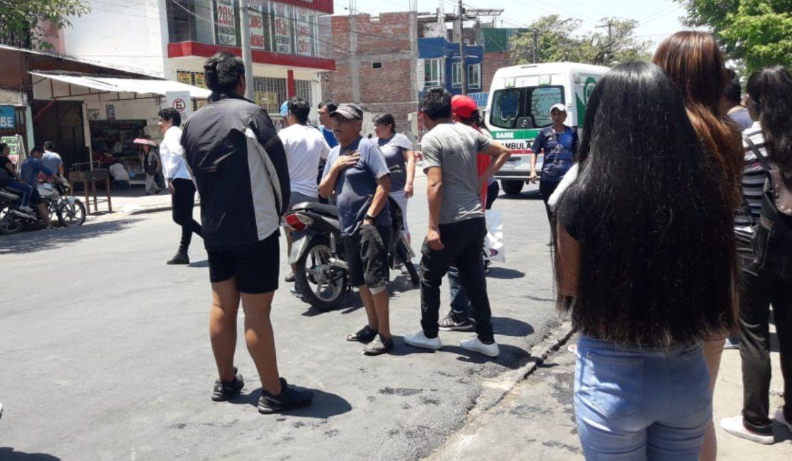 Una mujer fue impactada por una moto en Avenida Éxodo