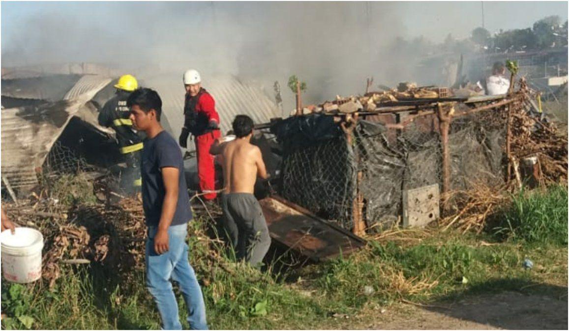 Un hombre mayor quedó en la calle luego de que se le incendiara su vivienda