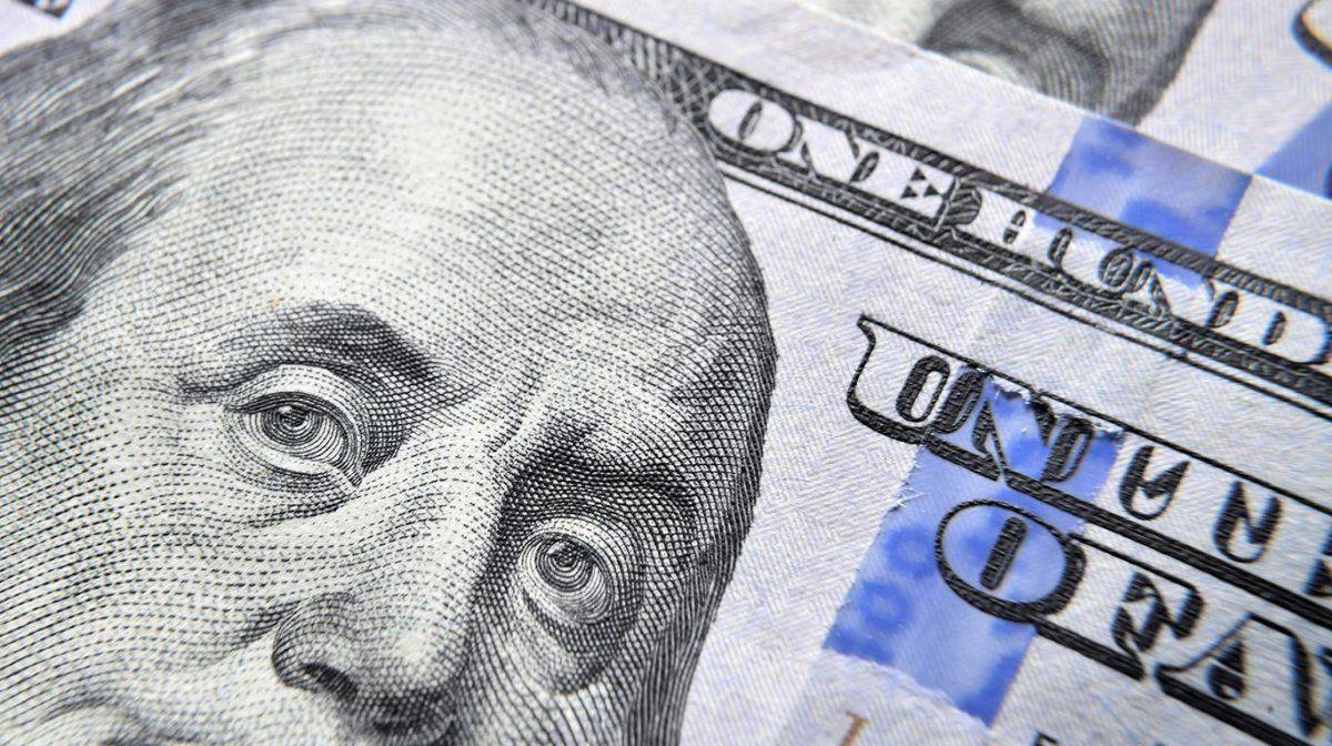 El dólar volvió a bajar a $63,42