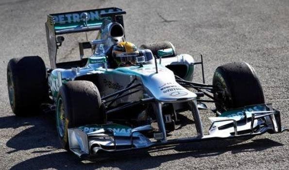 """F1: Hamilton logró la """"pole position"""" para el GP de Gran Bretaña"""