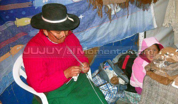Los artesanos insisten con hacer la feria en la Plaza Belgrano