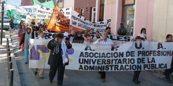 Miles de estatales marcharon a Casa de Gobierno