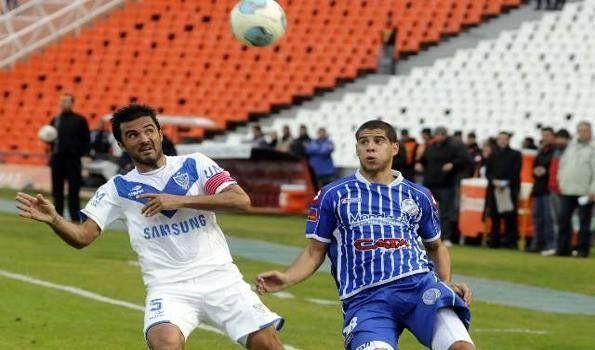 Godoy Cruz venció a Vélez y sigue prendido