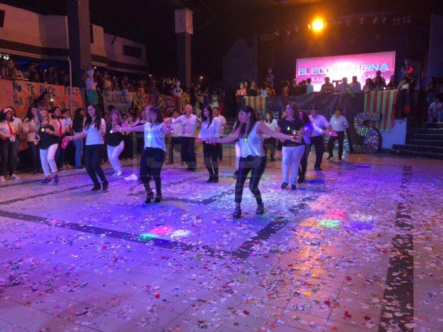 """Los profes de la Escuela de Minas bailaron al ritmo de """"La Promo"""""""