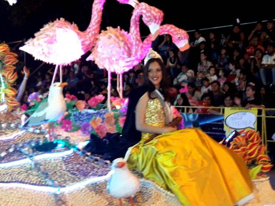 La gente emocionó a Ámbar en su último desfile