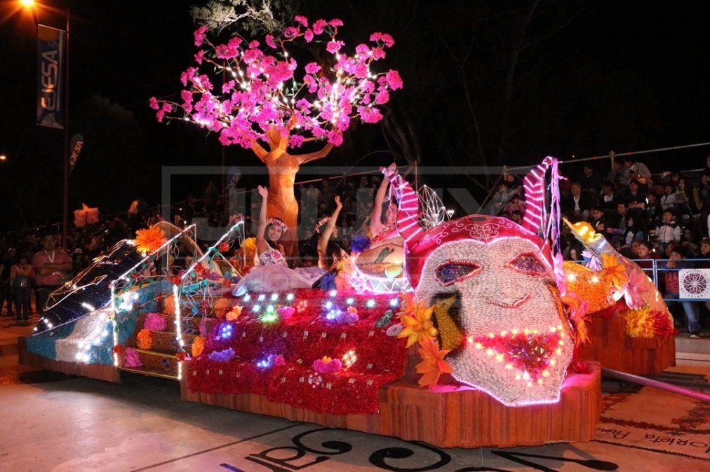 Impresionante primer desfile de carrozas