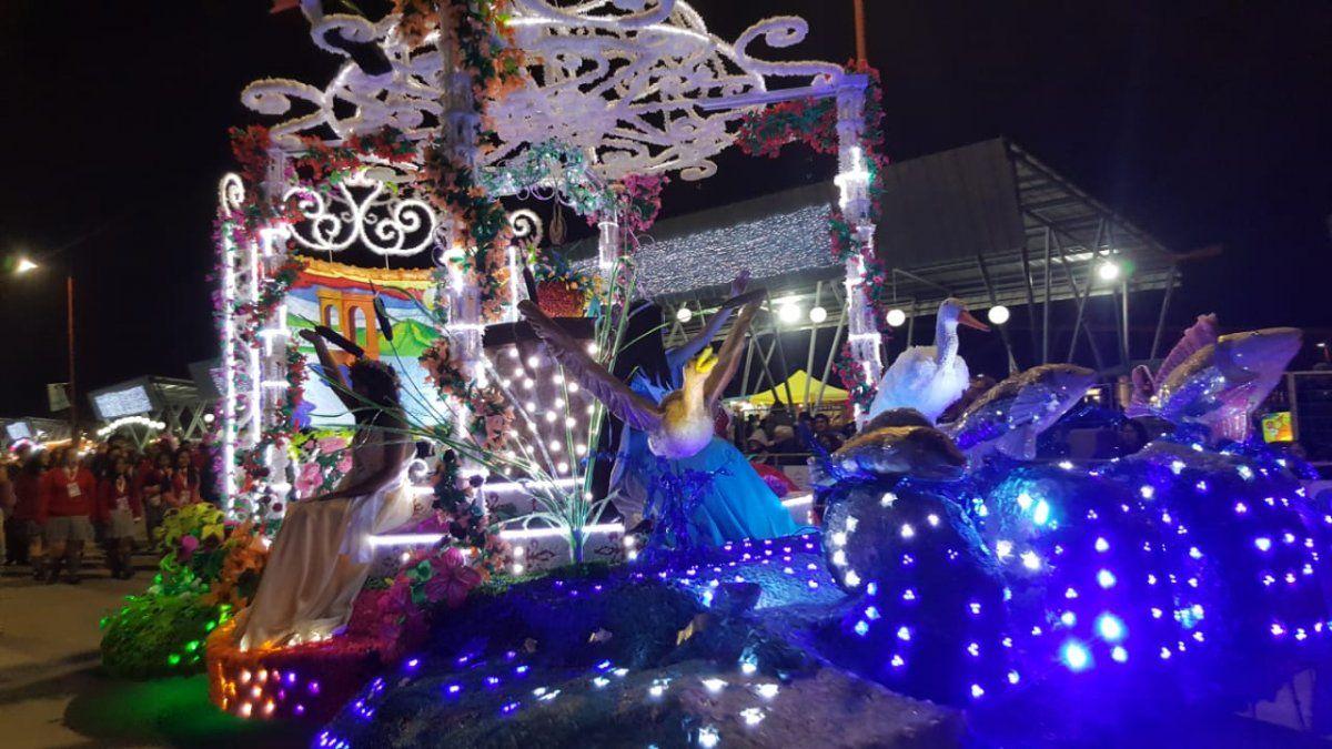 Debut en los desfiles para el Parroquial de El Carmen