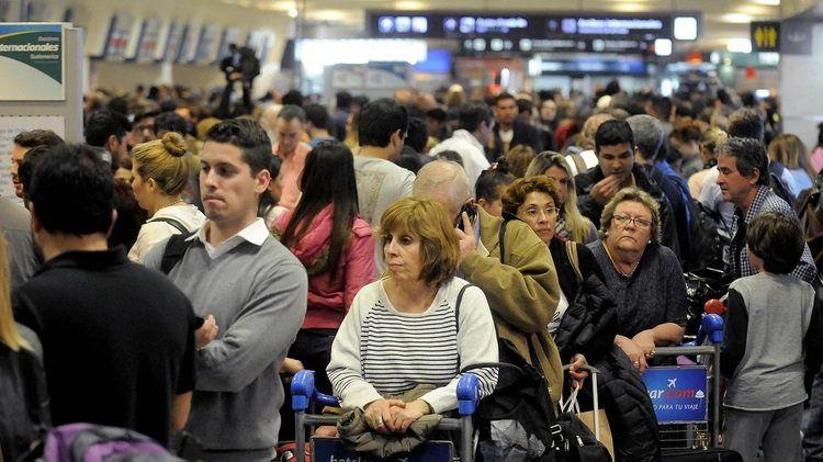 Sin vuelos el finde: Paro de 48hs en Aerolíneas Argentinas