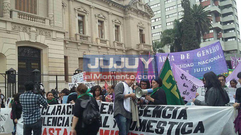 Más de 1.000 mujeres marcharon en el #MiércolesNegro de Jujuy