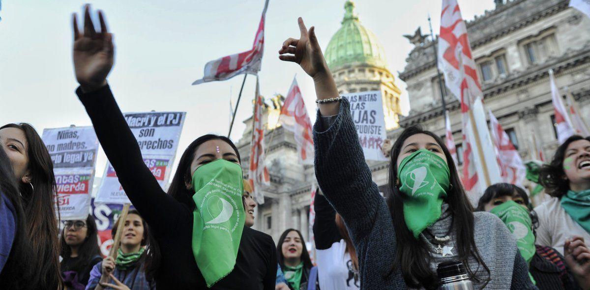 Multitudinaria movilización en el Congreso por el aborto legal