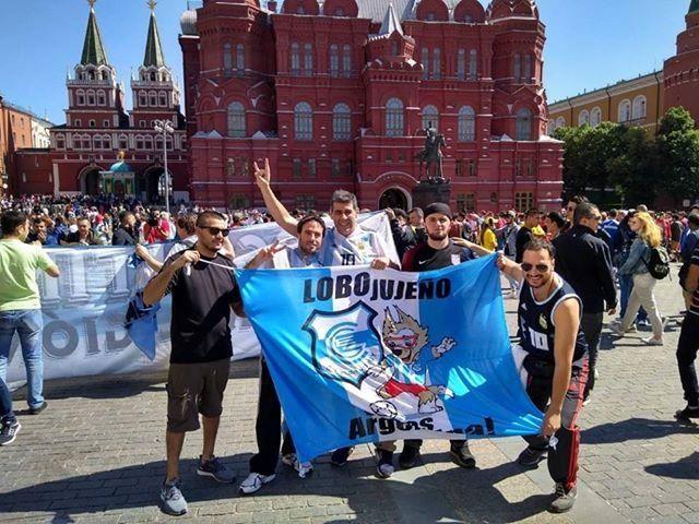 """Hinchas del """"lobo jujeño"""" llegaron a Rusia"""